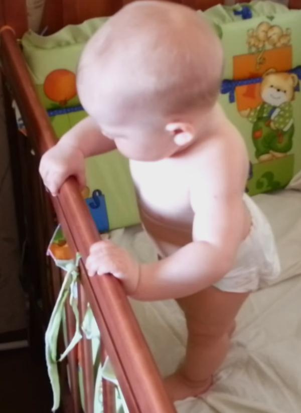 малыш встанет самостоятельно на ножки